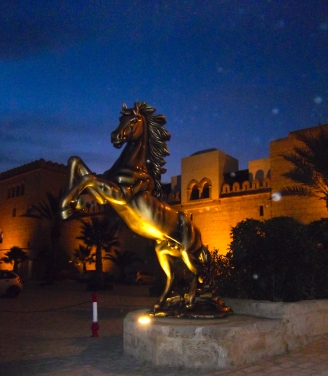 Statue vor dem Eingang in die kleine Medina